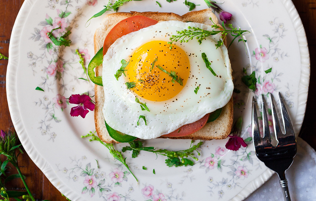 egg and tomato on toast