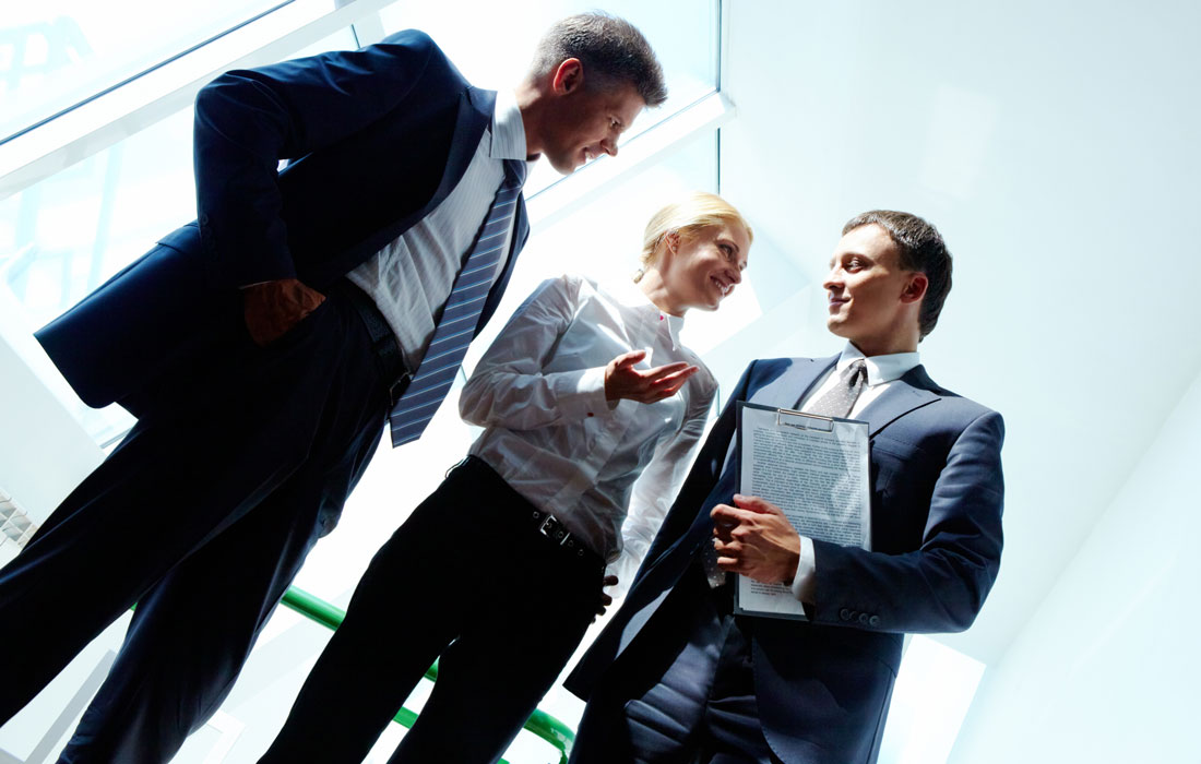 consultants-discussing-business